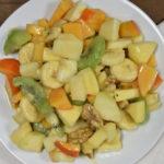 Sahne-Obstsalat - frisches Obst, Sahne und ein Schuss Likör, mehr braucht es nicht.
