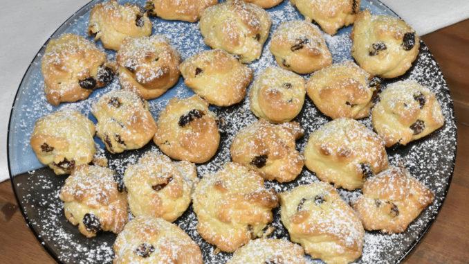 Meine Keks-Felsbrocken sehen einfach zum Anbeißen aus - und es hat Staubzucker geschneit !