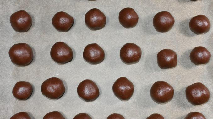 Schoko-Marzipan-Keksbomben vor dem Backen