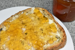 Ein englisches Frühstück mal anders: Schwarzer Tee als Gelee auf dem Brot.