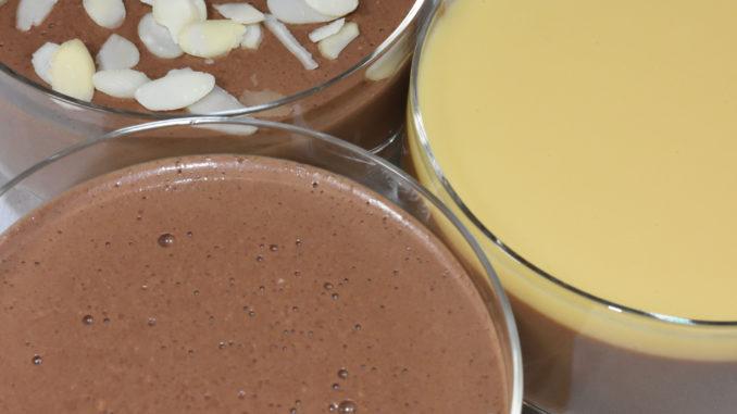 Drei Varianten meines Schokopuddings mit unterschiedlichen Toppings - pur, mit Mandeln und Eierlikör.