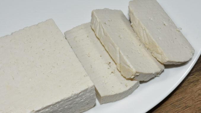 Tofu ist ein Klassiker der vegetarischen Küche. Manche mögen ihn, andere... nicht.