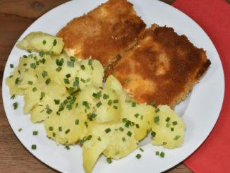 Griechischer Käse meets französische Panierung und typisch deutsche Beilage ! :-)
