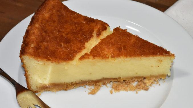 Zwieback-Marzipan-Käsekuchen... da bleibt es bestimmt nicht nur bei einem Stück ! :-)