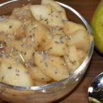 Französische Lebensart trifft auf einen typisch deutschen Nachtisch - Birnenkompott verfeinert mit Lavendelblüten.