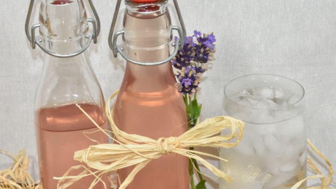 Die Provence in Flaschen: Lavendelsirup verfeinert Getränke und Süßspeisen.