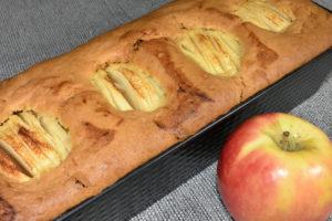Mein Apfel-Rosinen-Kuchen ist perfekt gebacken; auch wenn für einen Apfel leider kein Platz mehr war.