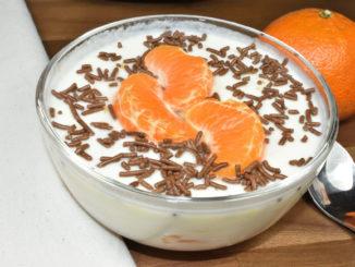 Buttermilch mal nicht zum Trinken, sondern als fruchtig-süße Dessertkreation.