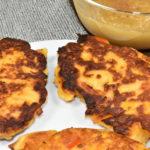 Kloßteig kochen kann jeder, ihn braten aber nur Veggie Tobi: Meine Kartoffel-Bratlinge mit Gemüse!