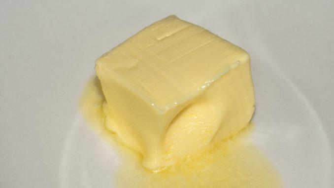 Zum Backen von Plätzchen sollte die Butter lediglich weich sein, nicht vollständig geschmolzen.