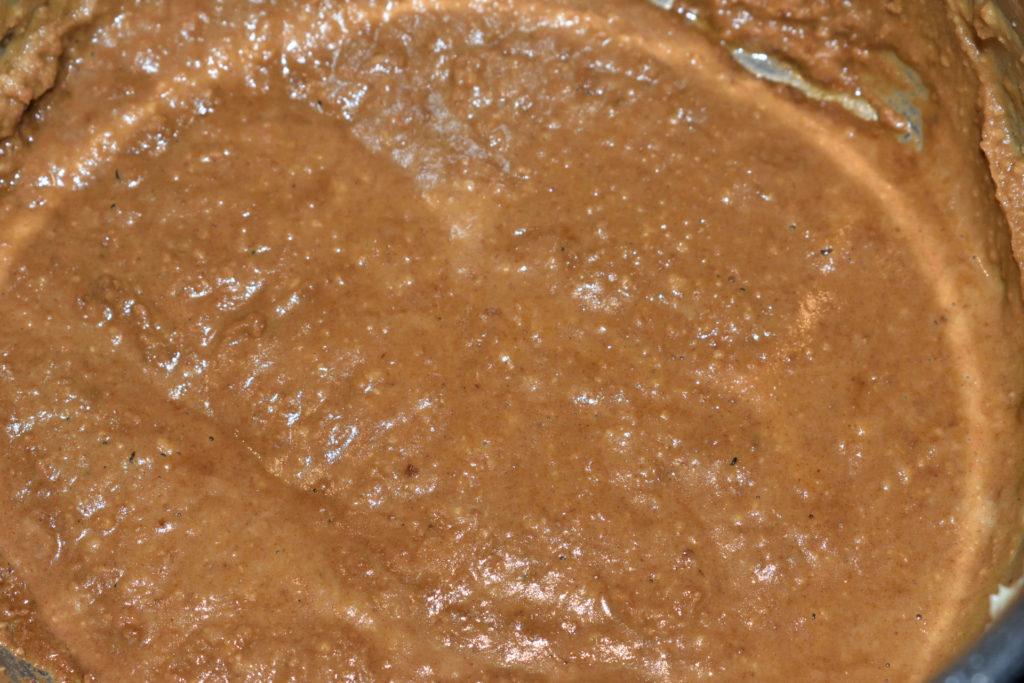 Zubereitung von Buttermehl - Schritt 3/3 | Solange erhitzen, bis das Buttermehl einen dunklen Karamellton angenommen hat.