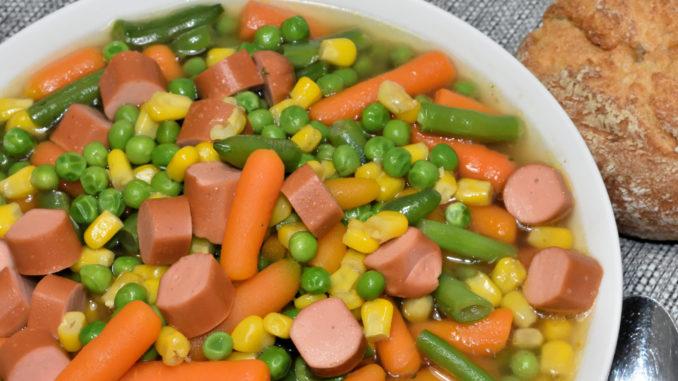 Manchmal muss es eben ein Gemüseeintopf sein - auf Basis einer Einbrennsuppe, echt lecker !