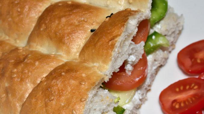 Da möchte man doch am liebsten gleich reinbeißen - Fladenbrot (Pide) mit leckerer Gemüsefüllung.