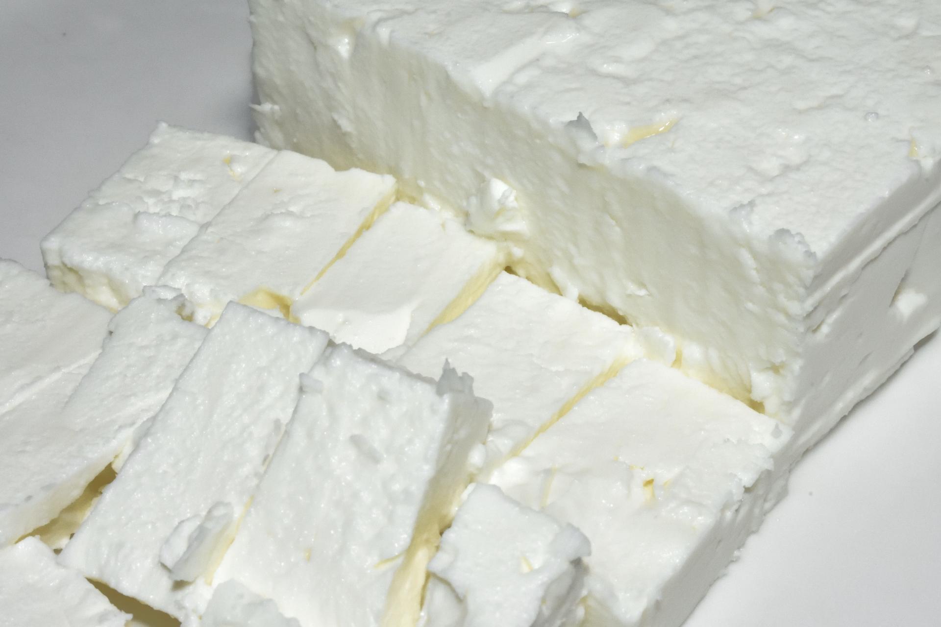 Feta-Käse | Original Feta stammt immer aus Griechenland und wird dort ausschließlich aus Schafsmilch (teilweise mit einem Anteil Ziegenmilch) hergestellt.