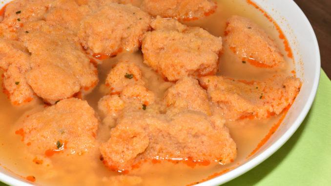 Schluss mit blassen Grießklößchen - Veggie Tobi bringt Farbe in die Suppe! :-)