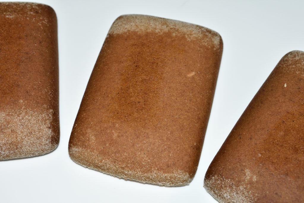 """Lebkuchen-Pralinen: So wird's gemacht... 1/3   Die Hauptzutat """"Soßenkuchen"""" ähneln in ihrem Geschmack den bekannten Lebkuchen, besitzen jedoch eine festere Konsistenz."""
