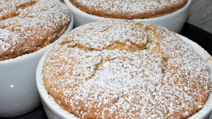 Kuchen, der aus einer Tasse kommt - noch dazu mit Hasch... ähem Hanf? Ja, das gibt's nur hier bei Veggie Tobi! (Das weiße Pulver ist übrigens nichts anderes als Staubzucker)