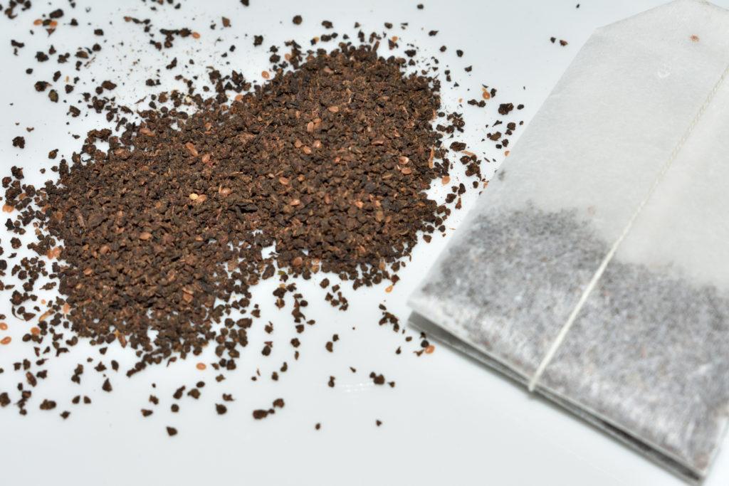 Frisch aus dem Teebeutel... | Ja, Du hast schon richtig gelesen: In den Teig wird gemahlener schwarzer Tee gerührt.