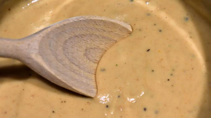 Simpel, pikant und eine echte Geheimwaffe für jeden Koch - meine Rahmsauce ist der ideale Begleiter zu vielen klassischen Beilagen wie Kartoffeln, Nudeln, Knödel und Reis.