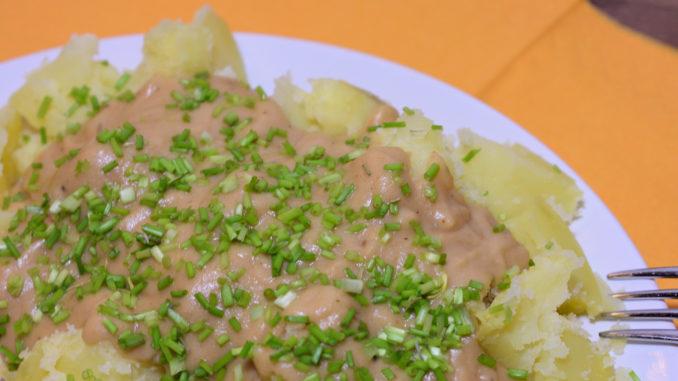 Serviervorschlag: Gekochte Kartoffeln mit Rahmsauce und Schnittlauch. Schnell, einfach, lecker.