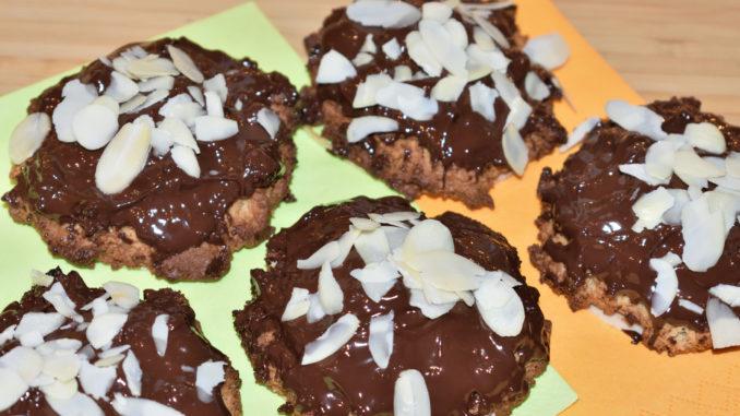 Ein Klassiker im Winter: Selbstgebackene Lebkuchen! Mit einem Schuss Orangenlikör verfeinert und einem dicken Überzug aus leckerer Schokolade... mmmh!