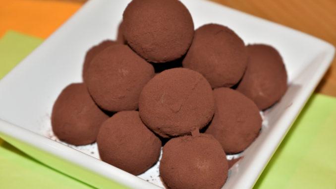Die klassischen Marzipankartoffeln mit Kakaopulver
