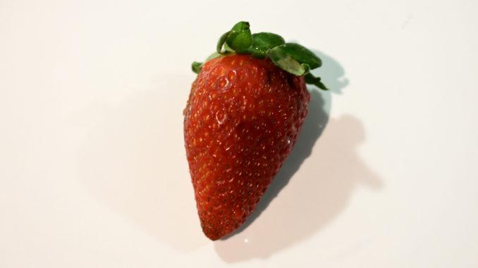 Die Erdbeeren vorbereiten (1/2)