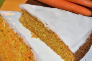 Mein Name ist Hase - ich weiß, dass Veggie Tobi das Rezept für einen fluffig-lockeren Karottenkuchen kennt! :-)