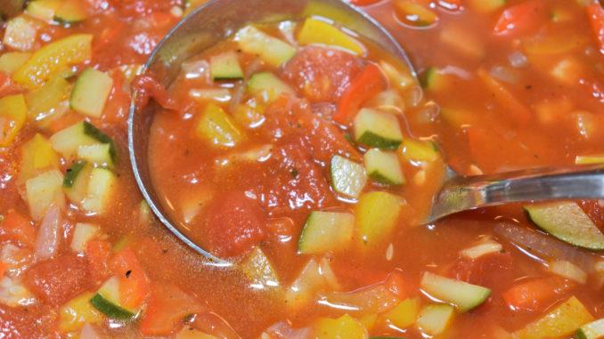 Eine Portion - gut geschöpft   Bei dieser leckeren Suppe will niemand nur eine halbe Portion essen... stattdessen schöpft jeder aus dem Vollen! Und der Nachschlag wird schnell zum Vorschlag. :-)