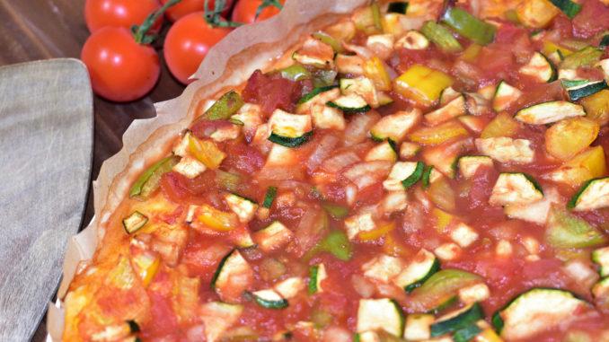 Pizza Ratatouille - das ist mediterranes Gemüse in Tomatensauce auf einem luftig-leichten Hefeteigboden 'american style' - unbedingt nachbacken!