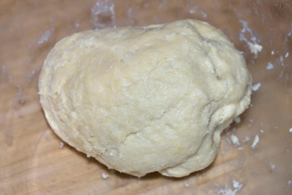 Der perfekte Teigrohling | Ein homogener Teigkloß mit leicht zäher Konsistenz, der nicht mehr am Schüsselrand klebt - so sieht der Traum eines jeden Pizzabäckers aus. :-)