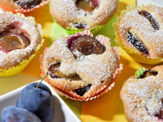 Erntefrische Zwetschgen, gute Zutaten, viel Liebe - und ein Spritzer echter Jamaika-Rum... kein Wunder, dass so manches Muffin-Förmchen beim Backen übergelaufen ist. ;-)