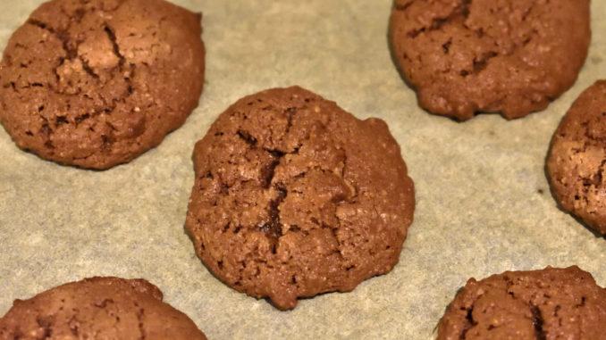 Zum Reinbeißen lecker | Eine leicht glänzende Oberfläche mit kleinen Rissen und ein verführerischer Duft nach Schokolade... so sehen die fertig gebackenen Schokofladen nach wenigen Minuten im Ofen aus.