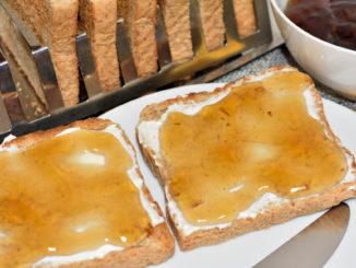 Möchtest Du Dich schon beim Frühstück fühlen wie im Urlaub unter Palmen? Kein Problem - streich Dir einfach mein Rum-Cola-Gelee auf's Brot und das Südsee-Feeling ist perfekt.