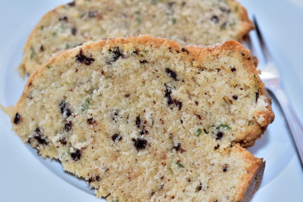 Pfefferminz-Kokos-Kuchen (Serviervorschlag) | Die grünen Pfefferminzstücke machen diesen Kuchen nicht nur zu einem echten Hingucker - auch gechmacklich ist er ein absolutes Highlight!