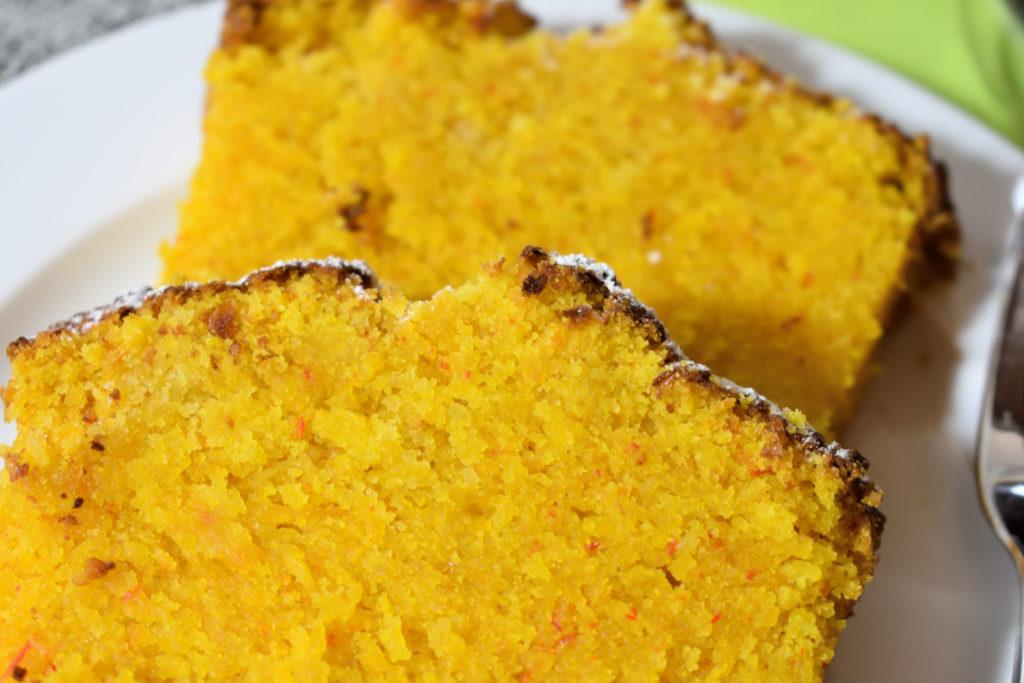So sieht der perfekte Kürbiskuchen aus... | Wie alle Gemüsekuchen besitzt auch die Kürbisvariante eine etwas festere Konsistenz. Aufgelockert wird das Ganze durch die Mischung aus halb Mehl und halb Speisestärke.