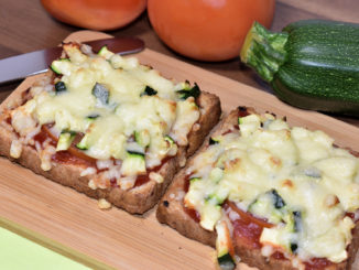 Italien mal anders - knusprig gebackenes Vollkorn-Toastbrot als Grundlage für sonnenverwöhnte Tomaten und knackige Zucchini. Einfach zum Reinbeißen lecker... oder wie wir Italiener sagen: Delizioso!