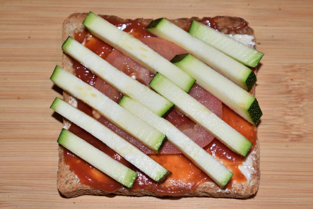 Pizzatoast kreativ - sei erfinderisch... | Mein Favorit... hat ein bisschen was von einer Jalousie, erfordert aber ein wenig mehr handwerkliche Kunstfertigkeit beim Aneinanderlegen.